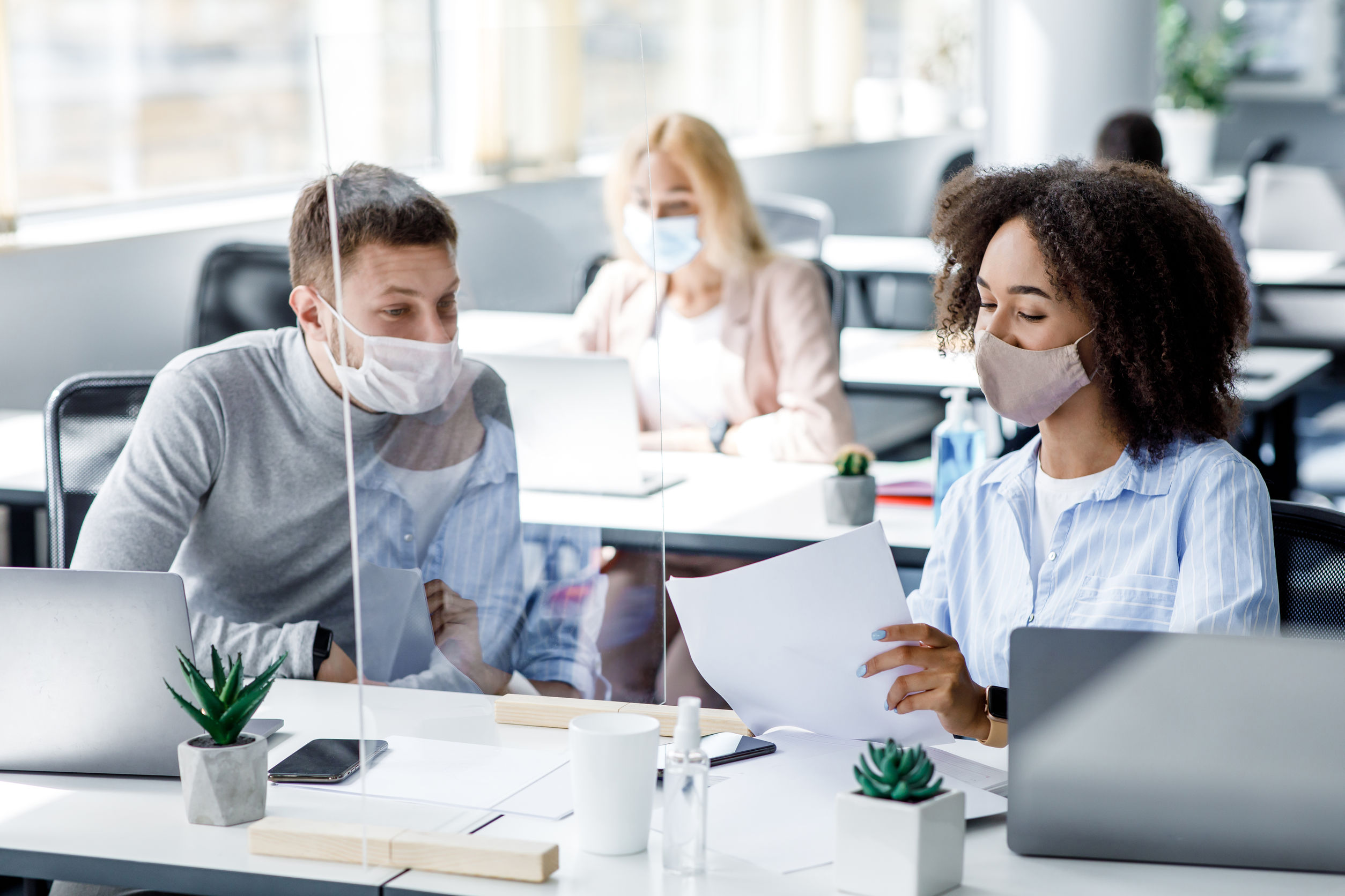 Communicating benefits to your employees is an essential part of ensuring a positive ROI. Learn how to do it effectively while staying in compliance.